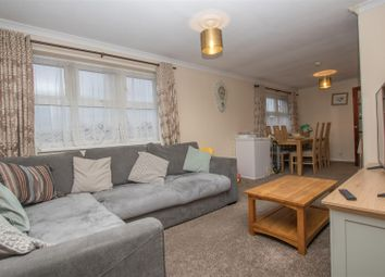 Thumbnail 2 bed flat for sale in Hilton Avenue, Aylesbury