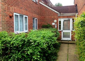 2 bed flat to rent in Conway Gardens, Grays RM17