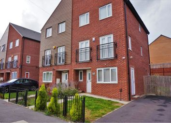 4 bed semi-detached house to rent in Thorn Walk, Leeds LS8