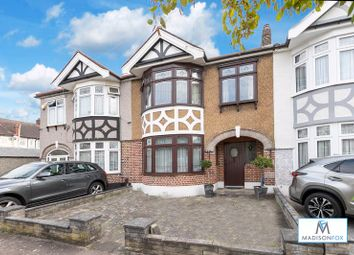 Earlswood Gardens, Ilford IG5. 3 bed terraced house