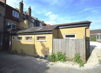 Thumbnail 1 bed flat to rent in Ross Parade, Wallington