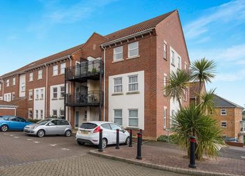 2 bed flat to rent in Mary Court, Chatham ME4