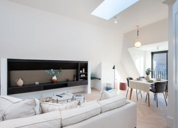 West Lodge Avenue, London W3. 2 bed flat for sale