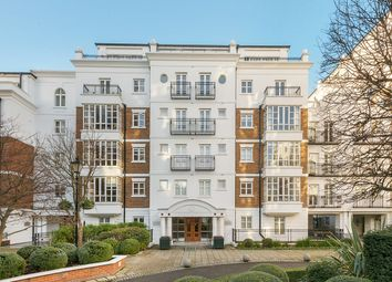Thumbnail 1 bed flat to rent in Kensington Green, London