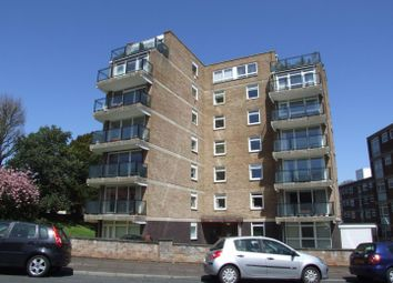 Blackwater Road, Eastbourne BN20. 3 bed flat
