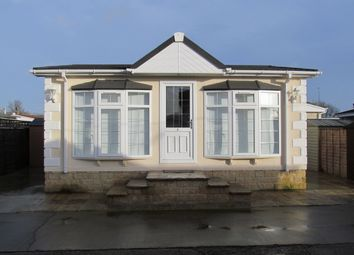 Thumbnail 1 bedroom mobile/park home for sale in Mereoak Orchard, Three Mile Cross Ref 5207, Reading, Berkshire