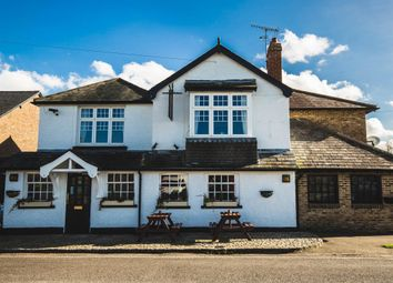 Thumbnail Pub/bar for sale in Surrey - Rural Location Near Gatwick RH2, Sidlow, Surrey