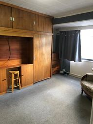 Thumbnail Room to rent in Farmleigh (Off Chemsford Road), Southgate, London