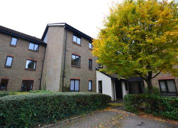 Thumbnail 2 bedroom flat to rent in Whitecroft, Horley