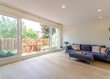 Thumbnail 3 bed maisonette to rent in Lonsdale Place, Islington