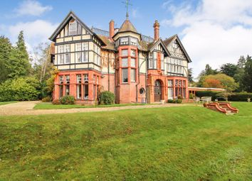 Thumbnail 2 bedroom flat for sale in Bucklebury Place, Upper Woolhampton, Reading