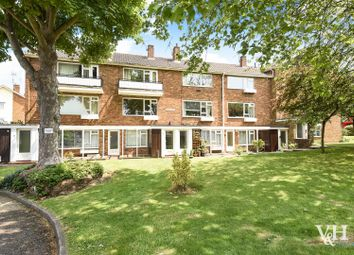 Thumbnail 2 bed flat to rent in Linden Court, Leatherhead
