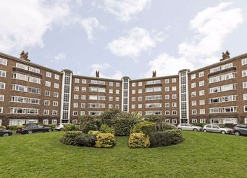 3 bed flat to rent in Queens Road, Richmond TW10
