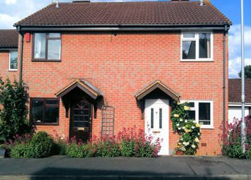 Thumbnail 2 bed property to rent in Chaffinch Close, Wokingham