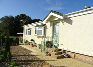 1 bed mobile/park home for sale in Rose Park, Row Town KT15