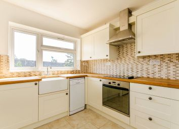 2 bed maisonette to rent in Avenue Road, Oakwood, London N144Dy N14