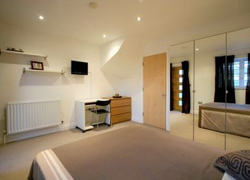 Thumbnail Room to rent in (House Share) St Davids Square, Canary Wharf