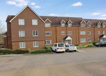 Thumbnail 2 bed flat to rent in Earleswood Court, London Road, Apsley, Hertfordshire