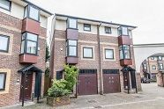 Thumbnail 5 bed flat to rent in Barnfield Place, Docklands
