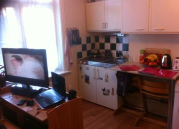 Thumbnail Room to rent in Chalk Hill, Bushey, Watford, Hertfordshire