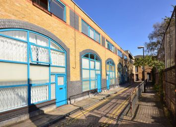 Thumbnail 2 bed maisonette to rent in Shacklewell Street, Bethnal Green
