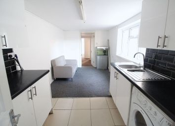 Thumbnail 2 bed flat to rent in Rothesay Road, Luton