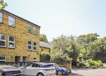 2 bed property to rent in Holm Oak Close, London SW15