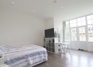 Thumbnail Studio to rent in The Ridgeway, Enfield