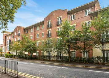 Thumbnail 2 bed flat to rent in Park View, Maidenhead