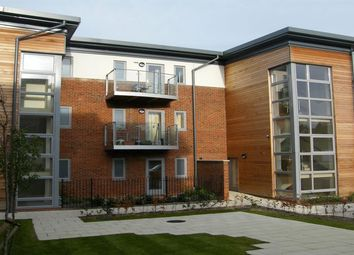 Thumbnail 1 bed flat to rent in Lindsay Avenue, High Wycombe