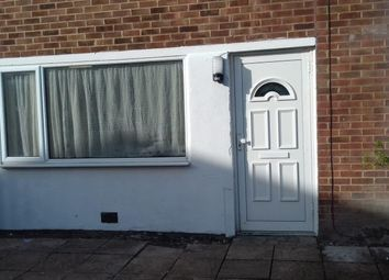 3 bed flat to rent in Aveley Walk, Reading RG2