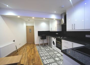 Thumbnail 1 bed flat to rent in A, Cambridge Heath Road, Bethnal Green