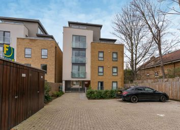 Thumbnail Flat to rent in Kings Avenue, Clapham Park