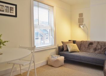Thumbnail 2 bed flat to rent in Cross Street, Oxford