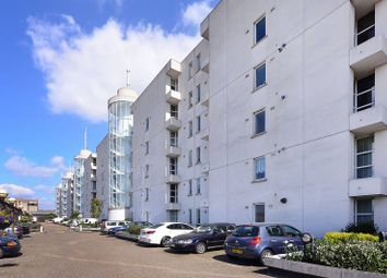 Barrier Point Road, Silvertown, London E16. 2 bed flat
