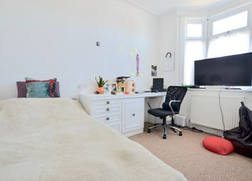 Thumbnail Room to rent in Brackendale, Winchmore Hill