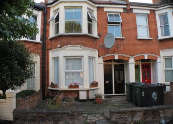 3 bed flat to rent in Howard Road, London E17