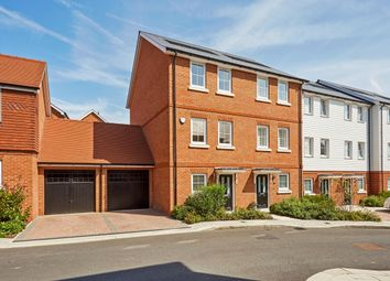 Thumbnail 4 bed town house to rent in Woodland Road, Dunton Green, Sevenoaks