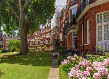 Thumbnail Flat for sale in Egerton Gardens, Knightsbridge, London