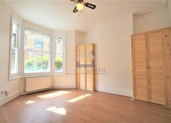 Thumbnail 1 bed flat to rent in Warriner Gardens, Battersea, London