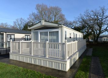 2 bed mobile/park home for sale in Hoburne Bashley, New Milton BH25