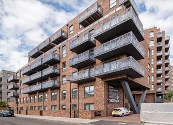 1 bed property to rent in City View Point, Aberfeldy Village, London E14