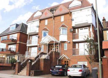 2 bed flat to rent in Queens Road, London NW4