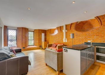 2 bed flat to rent in St Mary's Court, Stamford Brook Road, London W6