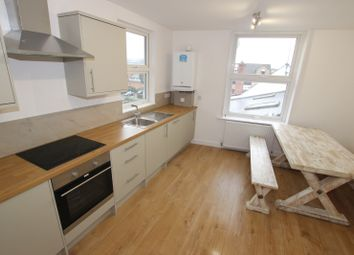 Thumbnail 2 bed flat to rent in 2 Bed Castle Street, Reading