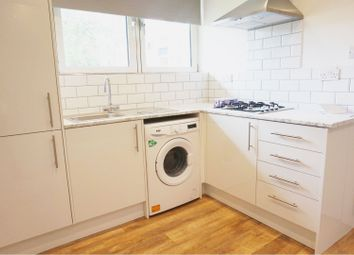 3 bed flat to rent in Rowley Gardens, London N4