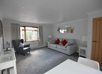 Thumbnail 1 bed flat to rent in 8 Cumnor Hill, Oxford
