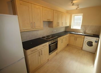 Thumbnail 2 bed flat to rent in Hencroft Street North, Slough