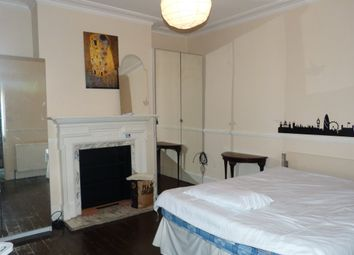 Thumbnail Room to rent in Park View Road, London