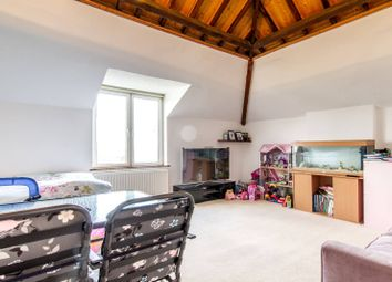 Thumbnail 2 bed flat to rent in High Street, High Barnet